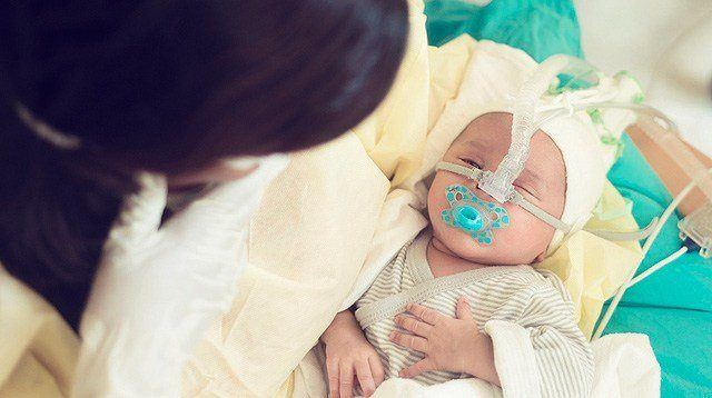 Stop Letting Guests Kiss Your Newborn (Don't Be Afraid to Say So)