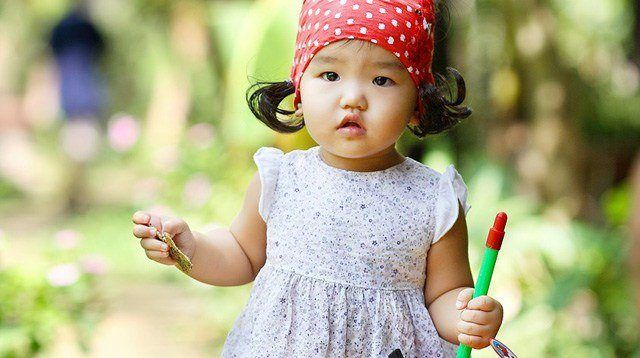 Your Child's Milestones (18 Months): Baby Can Walk on Her Own!
