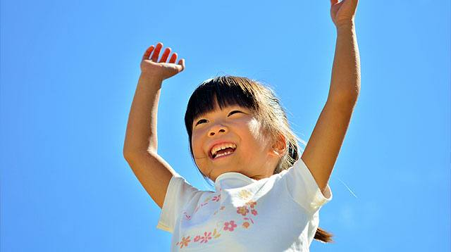 6 Ways to Raise a Happy, Positive Child in a 'Nega' World