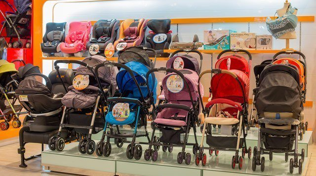Lightweight Strollers That Moms Love
