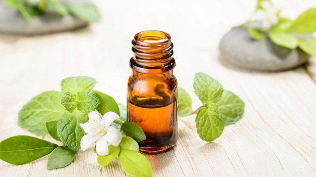 Nauseous? Restless? 9 Essential Oil Mixes That Will Bring Relief to Pregnant Women