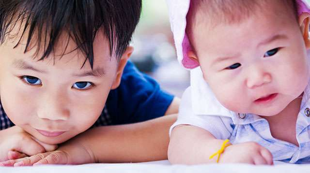 How to Discipline a 2-Year-Old When He Hits His Baby Sibling