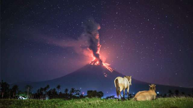 10 Amazing Photos of the Mayon Eruption