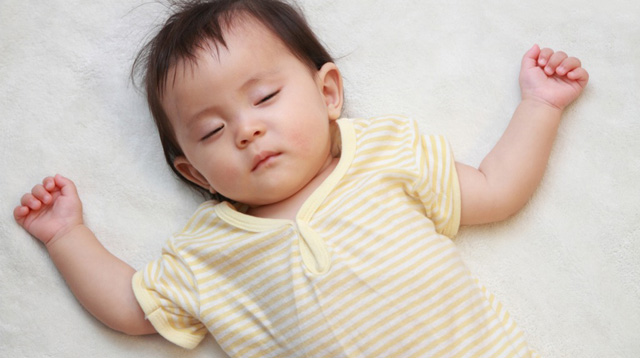 Why You Should Always Lay Your Sleeping Infant Down on His Back
