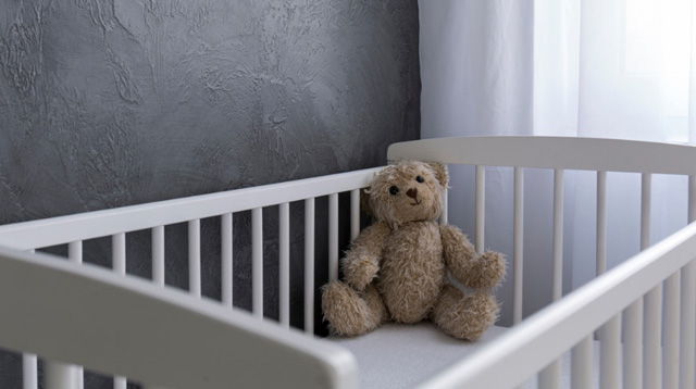 Mom Loses Her Baby Who Died Because of Stuffed Animals on Her Bed