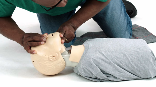 Every Parent Must Learn These 3 First Aid Techniques for Her Child