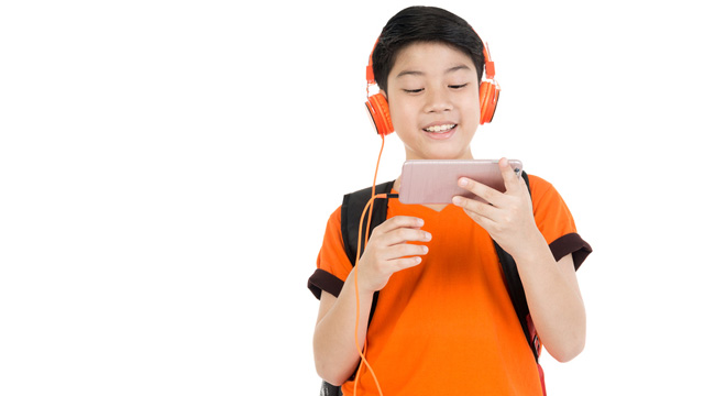 Why I Don't Regret Getting My 11-Year-Old a Phone