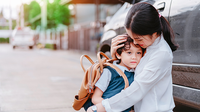 How to Calm Your Child Who Cries When He Goes to School: 5 Expert Tips