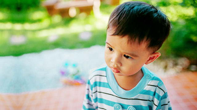 Autism Spectrum Disorder: Lack of Eye Contact Isn't the Only Early Sign