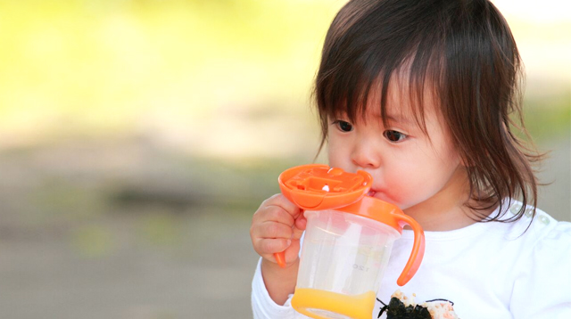 5 Reasons to Ease Up on the Use of Sippy Cup for Your Little One