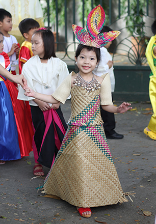 26 Buwan Ng Wika Costumes: Take A Bow, Parents, For The