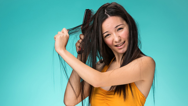 6 Ways To Quickly Style Your Hair If You're In A Rush