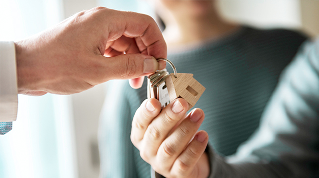 Rent or Buy? 6 Convincing Reasons to Consider Renting a Family Home