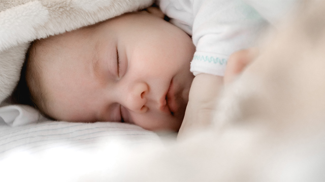 Your Baby Doesn't Want to Sleep? 7 Things to Try to Get Him to Dreamland