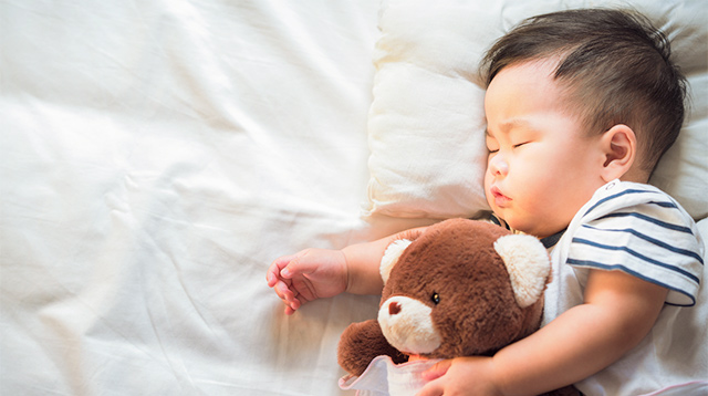 How to Buy a Mattress if You're Planning to Co-Sleep With Your Baby