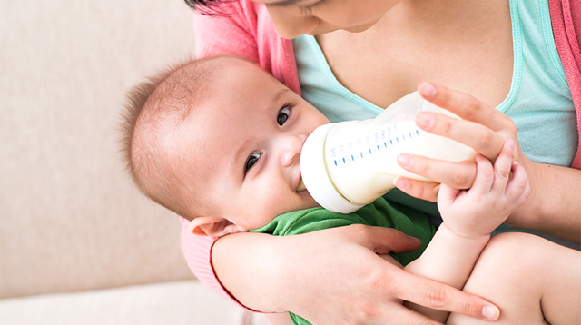 When Can I Introduce My Baby to the Bottle? 8 Bottle-Feeding Questions, Answered!