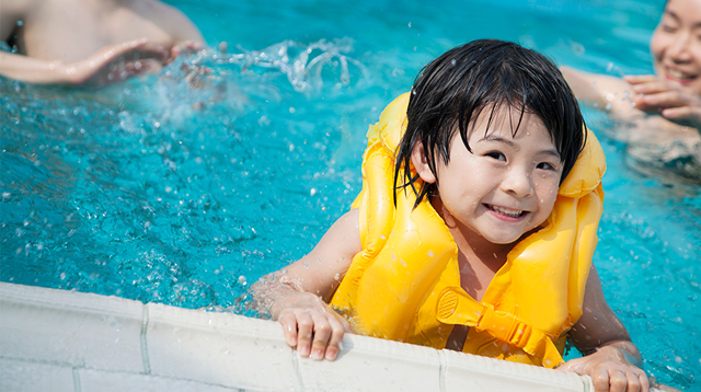 'Drown-Proof' Your Toddler: 5 Safety Rules You Cannot Ignore When Swimming