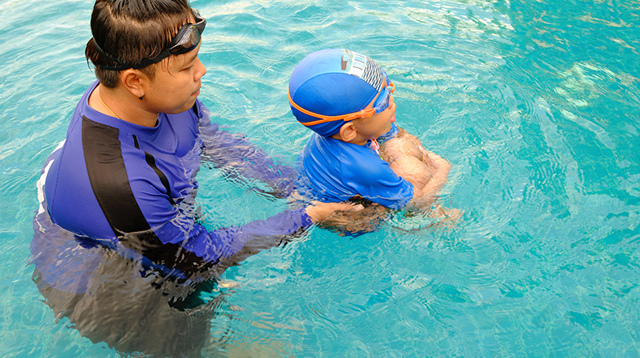 7 Crucial Things to Check Before Enrolling Your Child in a Swimming Class