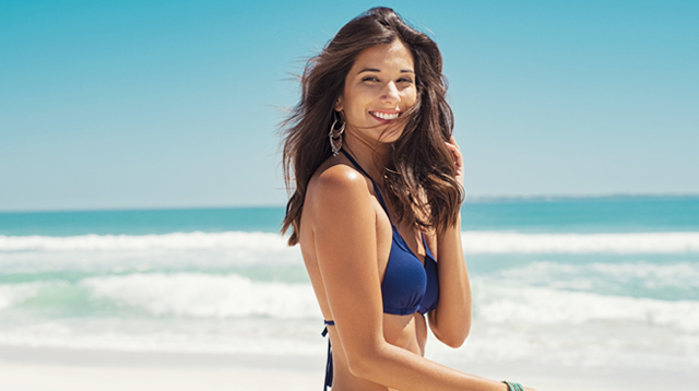 Is It Ok to Wear Makeup At the Beach? 5 Things to Remember