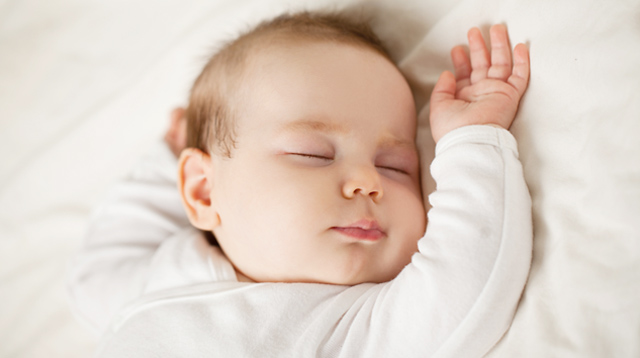 Follow These Safety Tips if You Want to Sleep With Your Baby on the Same Bed