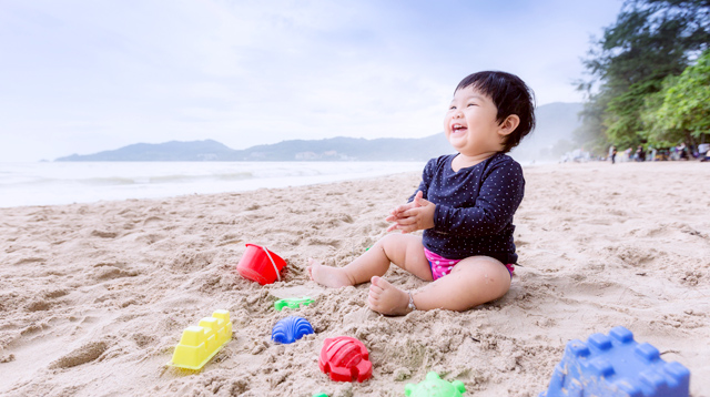 Why Taking Your Baby to the Beach Is Really, Really Good for Her Brain