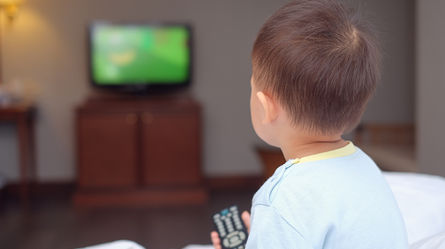 This Study Finds That Kids Who Watch Too Much TV Sleep Less Than Their Peers