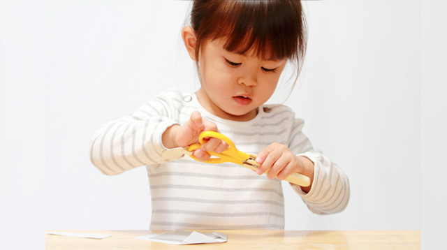 7 Warning Signs That Your Child's Hand Strength Is Weak (How Are Her Scissor Skills?)