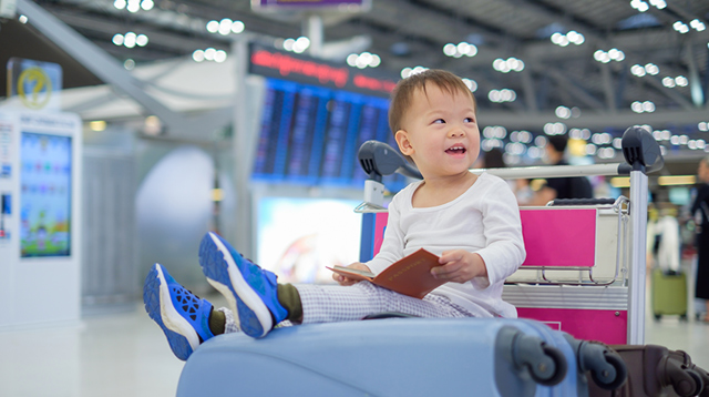 Traveling With Your Baby for the First Time? 7 Helpful Tips for a Trip by Land or Air