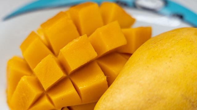 Dahil Mura ang Mangga: 5 No-cook Mango Dessert Recipes Para sa Pamilya