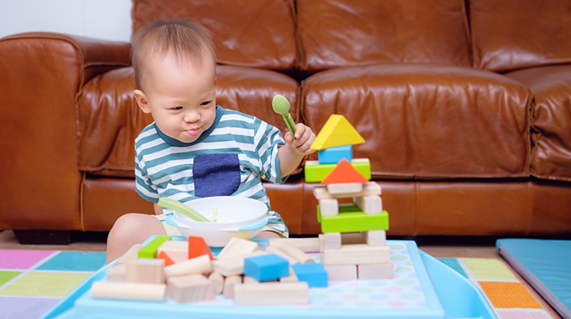 Solo Play Develops Your Child's Brain! 5 Tips To Try If He Refuses to Play Without You