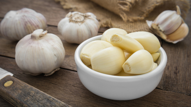 This Garlic Hack Is Going Viral Because It Peels Cloves in Less Than a Minute