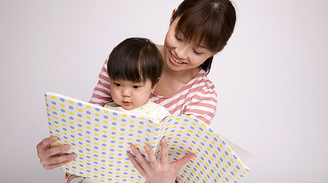 Reading to Your Toddler Improves His Behavior and Helps You Do Positive Discipline