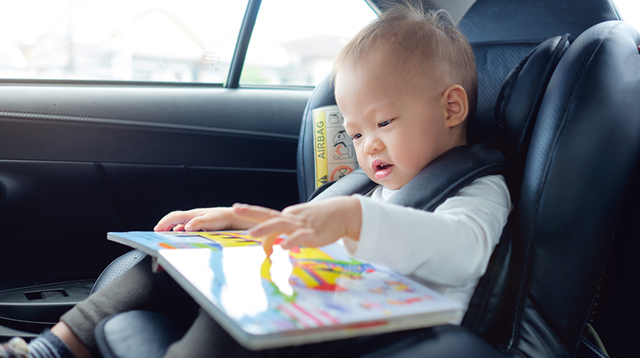 20 Ways These Parents Keep Their Toddlers Entertained During Long Trips
