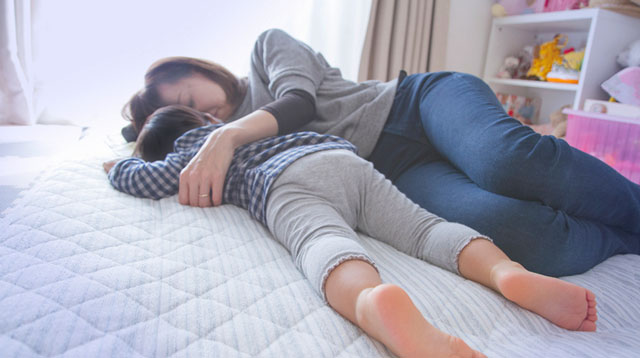 Nakatulog ang Nagpapatulog? There Is a Perk to Falling Asleep Beside Your Child