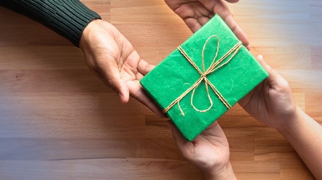 Make It A Greener Christmas! 7 Eco-Friendly Ways To Celebrate The Season