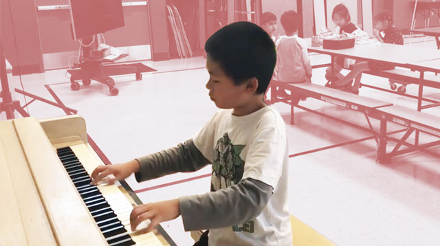 WATCH: Student Plays Piano During Recess to Help Brighten Other Students' Day