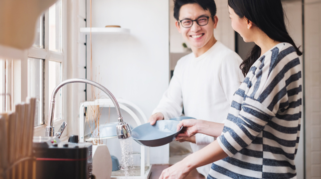 5 Signs You're In A Happy, Healthy Relationship: 'You Share Household Chores'
