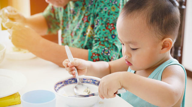 5 Tips To Teach Your Child How To Use A Spoon And Fork While Eating