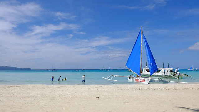 Coronavirus In PH? Security Tightens As Boracay Tourists Show Symptoms