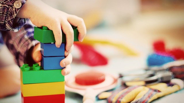 4 Steps To Encourage Your Kids To Declutter Their Toys