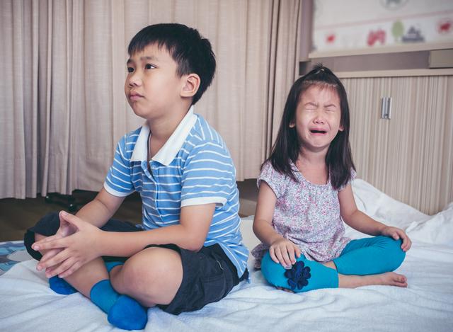 Sinasaktan Ng Anak Ko Ang Kapatid Niya! Paano Ba Iwasan Ang Sibling Rivalry?