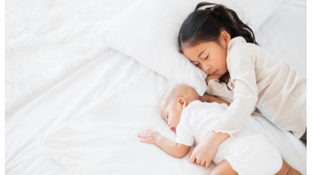 Paano Sabay Maalagaan Ang Toddler At Newborn Na Walang Selosan