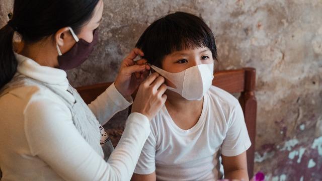 Sipon, Trangkaso O Coronavirus? Ang Latest Sa Sintomas Ng COVID-19 Sa Bata