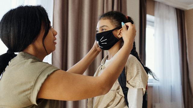 Makakahinga Ba Ang Anak Ko? At Iba Pang Misconceptions Sa Pambatang Face Masks