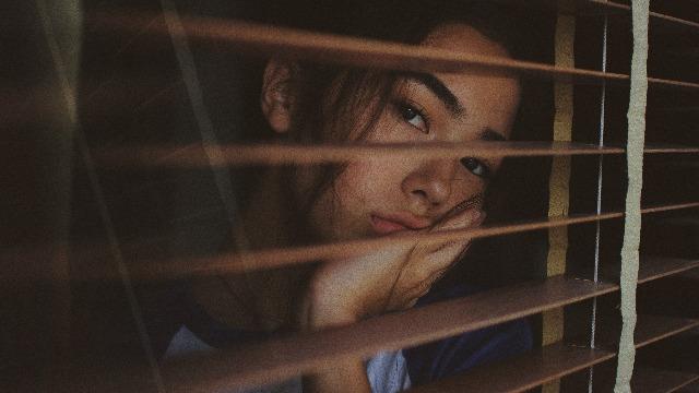 Hindi Maipaliwanag Ang Lungkot Ng Iyong Teen? 10 Paraan Para Matulungan Siya
