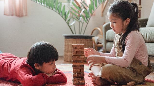 Iba't-Ibang Klase Ng Laro Na Makakatulong Sa Brain Development Ng Anak Mo