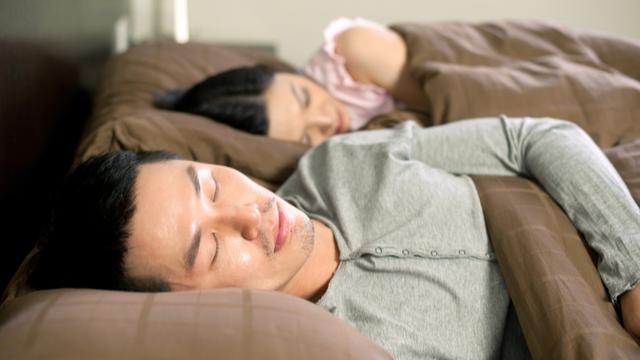 May Simpleng Sleeping Technique At Mga Habits Na Mabuti Para Sa Mga Mag-Asawa