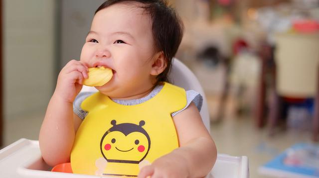 Ready Na Si Baby Sa Solid Food? 2 Paraan Ng Tamang Pagpapakain Sa Kanya