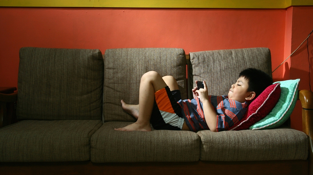 Parents Are Being Warned Of Screen Addiction Amid Pandemic: How To Fight It