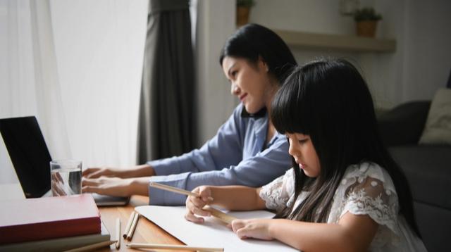 Naka-Relate Ang Mga Nanay Sa Drawing Ng Bata Na Nakalagay, 'Mommy, Are You Done?'